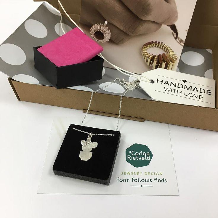 Daar gaat weer een prachtig pakje op de post. Handgemaakte cactus ketting van gerecycled zilver: #zilver #cactus #ketting #sieraden #sieradenwebshop #corinarietveld #jewelry #jewelrydesign #necklace #handmade #handgemaakt