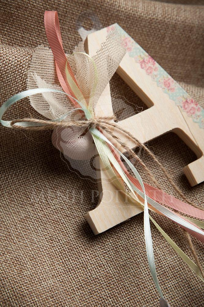 Μπομπονιέρα βάπτισης για κορίτσι ξύλινο μονόγραμμα με χειροποίητη διακόσμηση vintage roses