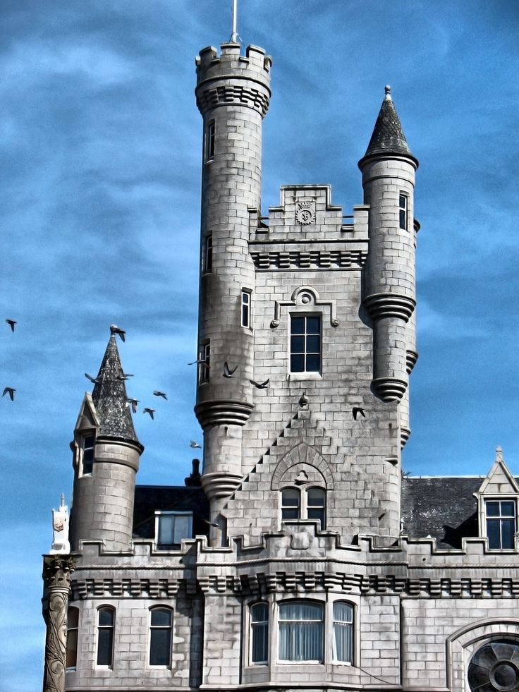 Aberdeen Castle Facade - Aberdeen Castle Facade This towering, turreted spire of the granite Town House, is in fact just a 19th-century façade, behind which stands the early 17th century Tollbooth, one of the city's oldest buildings.