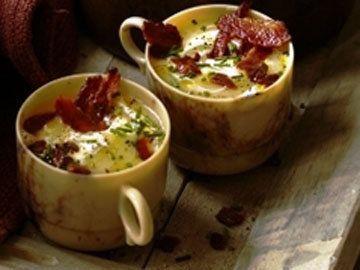 Картофельный суп   Этот картофельный суп интересен тем, что готовится он из запеченного картофеля.  Вкусно с разкрошенным сыром или с обжаренным беконом до хруста.