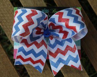 Arco del pelo de cheurón rojo blanco y azul por BrownEyedBowtique