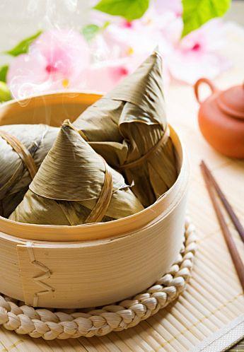 好吃!中華ちまきの作り方。笹や竹がなくても心配ご無用♪|CAFY [カフィ] 竹の皮や笹を買ってきたり、もち米を用意したり、炒めたり蒸したり、ハードルが高そうな中華ちまきも、クッキングシートなどを使って案外簡単にできます。