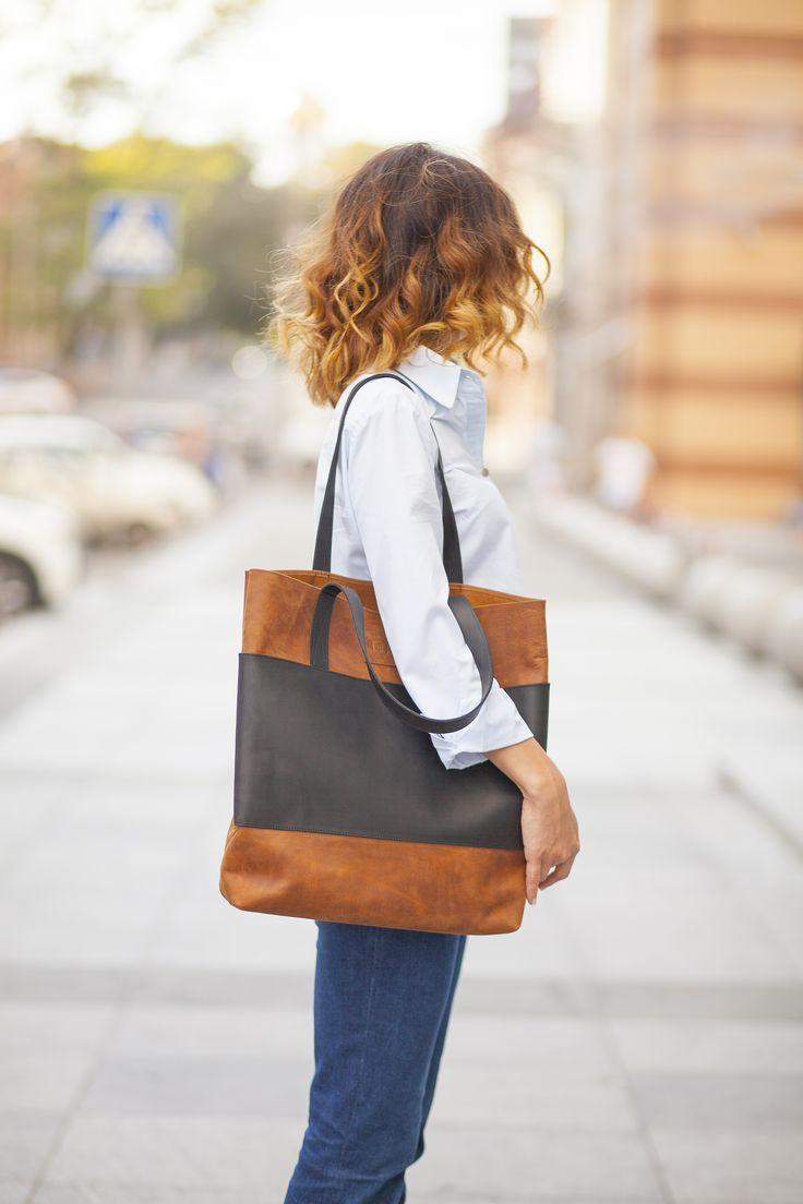 Oranžovo-černá dámská kabelka vyrobená z pravé kůže. Ručně vyrobená kabelka o rozměru 40x35x10 cm. Možnost vlastního loga či nápisu.