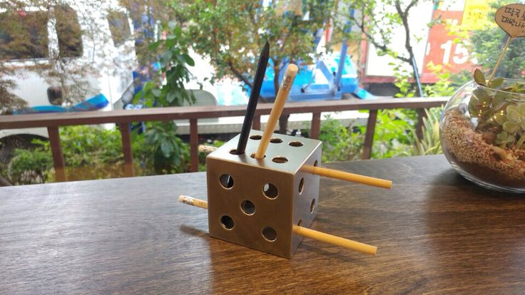 metallic dice pen & pencil holder