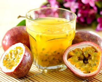 Le Passionné, un cocktail #grenade #citron à siroter à toute heure de la journée ! Pour le refaire, c'est par ici → http://www.fruite.fr/recettes/cocktail-passione/