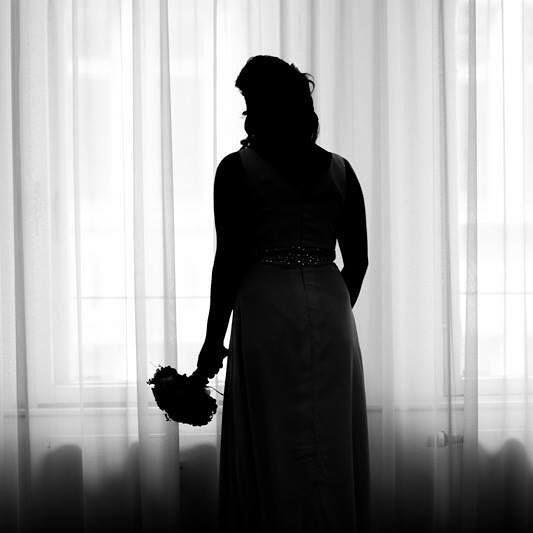www.kleinheinz.pics #wedding #bride #blackandwhite #blackandwhitephotography #bridal #hochzeit #hochzeitskleid #braut #brautkleid #hannover #standesamt #trauung #standesamtlichetrauung #rathaus #heirat #vorfreude #aufregung #brautstrauss #brautstrauß #silluette #silhouette http://ift.tt/24ORWR8