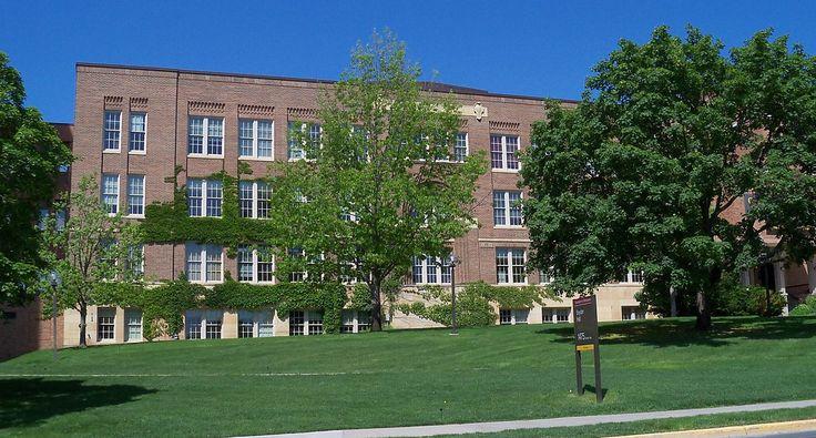 Snyder Hall no campus Saint Paul da Universidade de  Minnesota, USA.  Fotografia: Alexius Horatius.