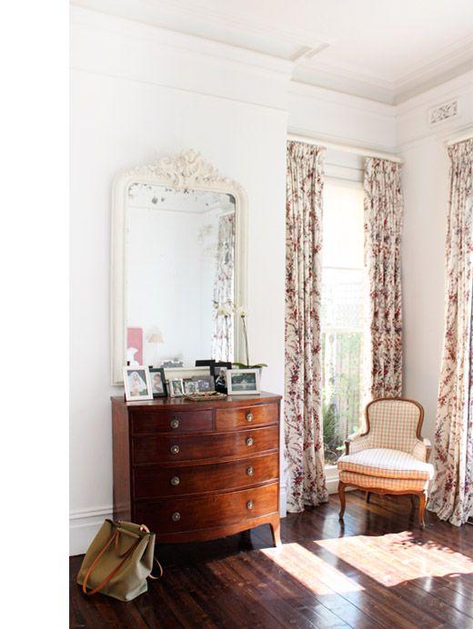 classic furniture/mirror