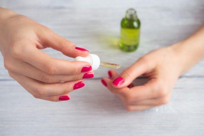 ¿Tus uñas lucen opacas y están quebradizas? No te pierdas este tratamiento con aceite de oliva para fortalecerlas ¡Pruébalo!