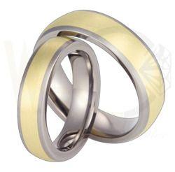 Obrączki ślubne z tytanu i żółtego złota / Wedding rings made from titanium and yellow gold / 2 204 PLN / #wedding #weddingtime #weddingrings #jewellery