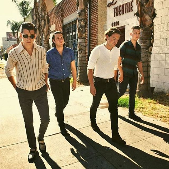 arcticmonkeys.uk/2016/09/15 01:33:10/quick let's leave before the lights come on.  #arcticmonkeys #alexturner #nickomalley #jamiecook #matthelders