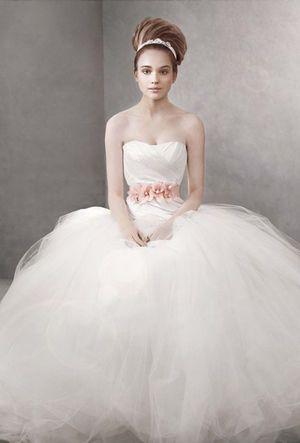 かわいい♡Aライン・プリンセスドレスに似合うお団子・アップの髪型を集めました!