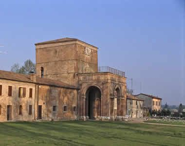 Palazzo di Belriguardo,Voghiera,Ferrara . Costruito da Niccolò III d'Este nel 1435  ,fu la prima delle celebri Delizie estensi ad essere edificata fuori dalle mura di Ferrara e rimase sempre la più ricca e sontuosa.  Lucrezia Borgia  vi soggiornava per sei mesi all'anno, come pure tutta la corte  estense . Vi soggiornò anche Torquato Tasso.