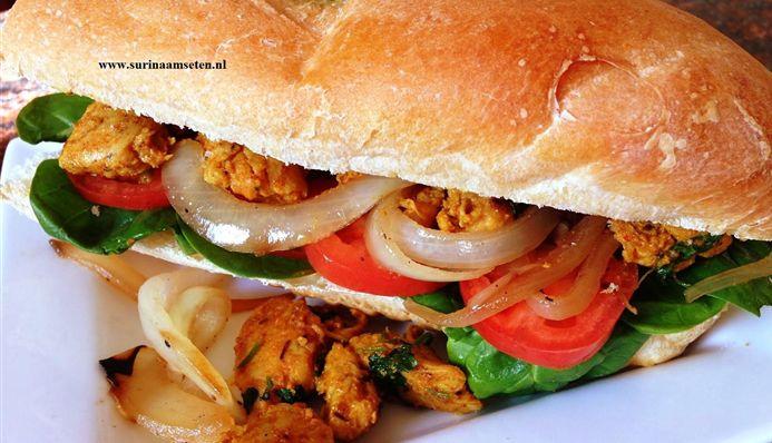 Surinaams eten – Broodje pikante kip met gekarameliseerde uien