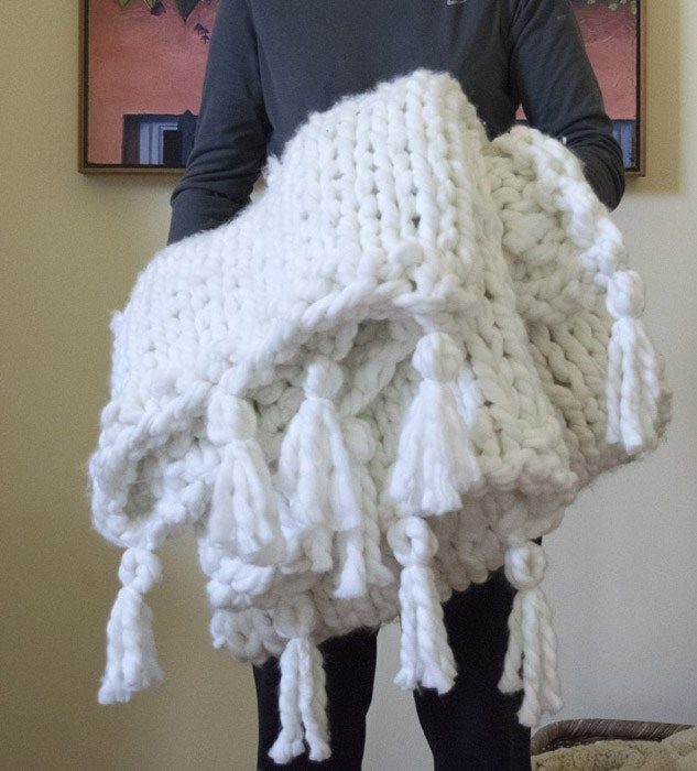 diy a thick cozy chunky knit blanket in one day chunky blanket. Black Bedroom Furniture Sets. Home Design Ideas