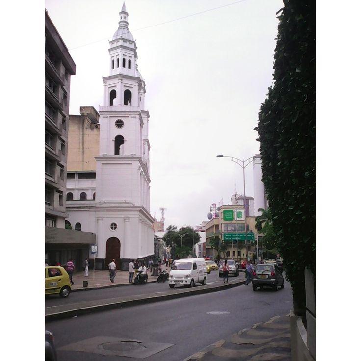 Catedral de la Sagrada Familia Bucaramanga, Santander, Colombia. Calle 36 con Carrera 19 By: Nabiharambula