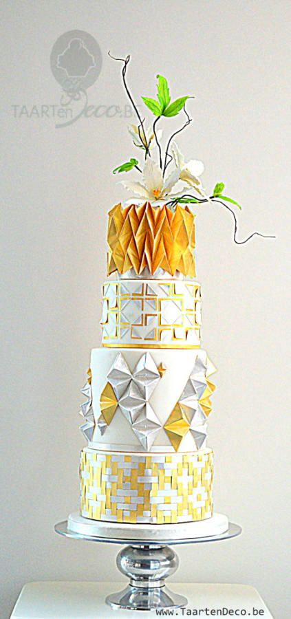 gold silver white cake with clematis by Taart en Deco