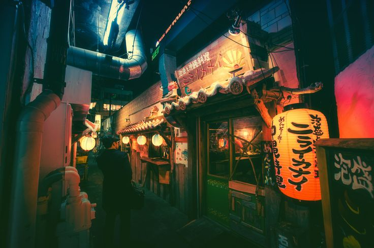 Tokyo street by night | 町田仲見世商店街の路地裏は沖縄料理屋になっていて明るい感じでした。昔の写真みるとスナックだったのですが。。。ちょっと残念です