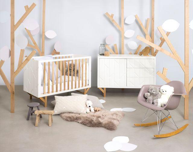 Lit bébé édité en collaboration avec le studio de design Hekla, en hêtre, chêne et MDF, 123 x 64 x H 86 cm, sommier réglable selon 3 positions, ?359 euros, Natalys.
