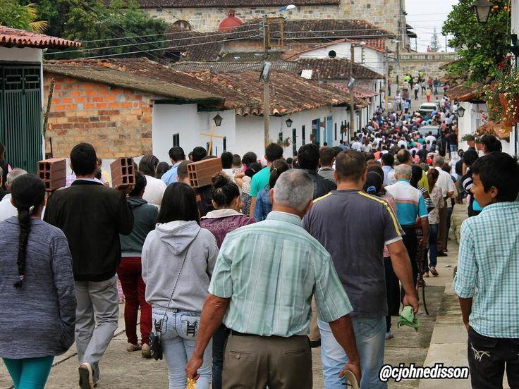 #ViernesSanto Multitudinaria participación en Viacrucis y marcha del ladrillo en Guadalupe Santander