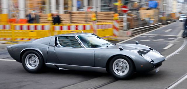 Lamborghini Miura P400 S.  Wow ! Wow ! WoOW !  The car and the color is perfect !