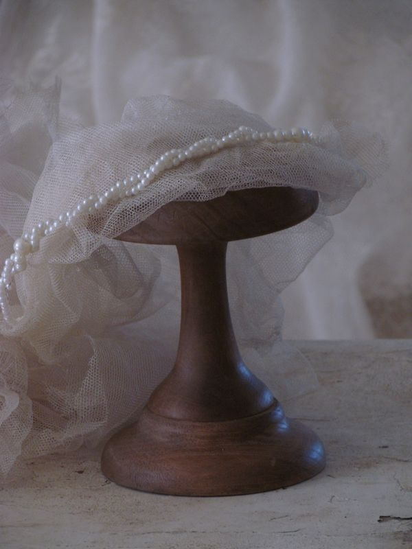 hoedenstandaard / Hat stand.  www.lepasse.nl  SOLD