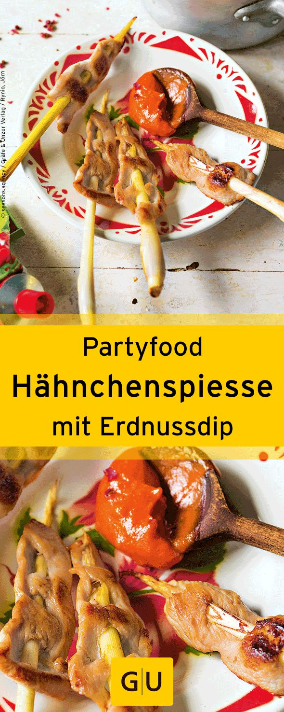 """Fingerfood für die Silvesterparty: Rezept für Hähnchenspiesse mit Erdnussdip. Ihr findet es in der Leseprobe zum Buch """"Party-Pops"""".⎜GU"""