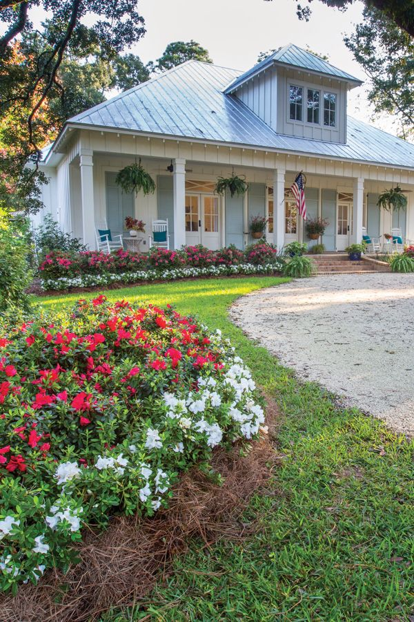 Memorable Entry Gardens Begin With Encore Azaleas Porch Landscaping Southern Landscaping Front Porch Landscape