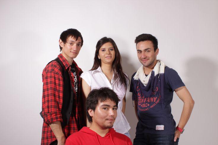 Parte del equipo que nos ayudaron en la creación de nuestra campaña, maquillador, fotógrafo y tramoya
