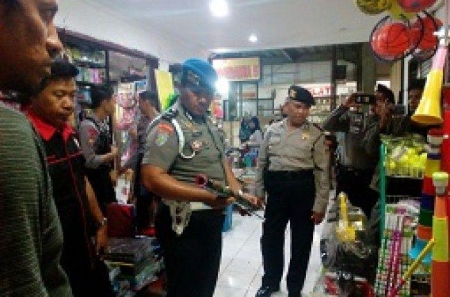 Tim Gabungan Polres Pinrang Merazia Penjual Petasan Ilegal