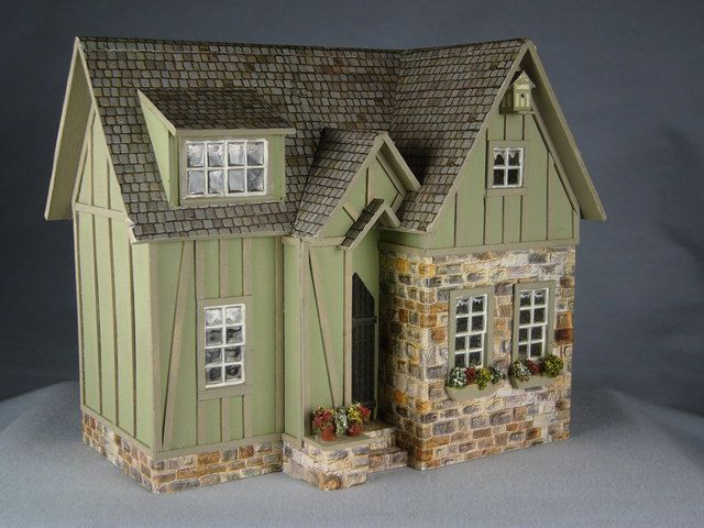 A very sweet little dollhouse!