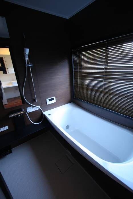 1階浴室: Atelier Squareが手掛けたtranslation missing: jp.style.洗面所-お風呂-トイレ.modern洗面所/お風呂/トイレです。