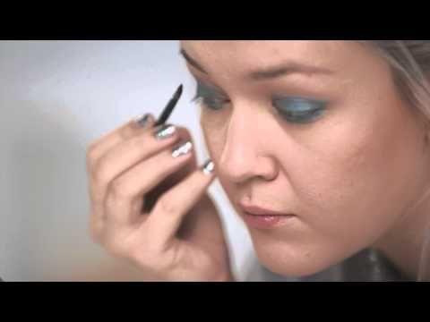 LivBoxin kauneustutoriaalissa Saara Sarvas näyttää kuinka luodaan lumoava Smokey Eyes -meikki.