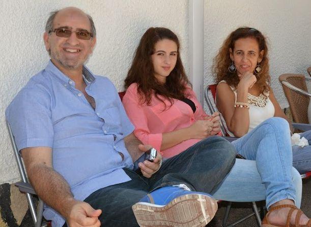 Eu, a Bruna, minha filha e a ANABELA, minha esposa. Foto tirada na Quinta do Mário em Sintra.