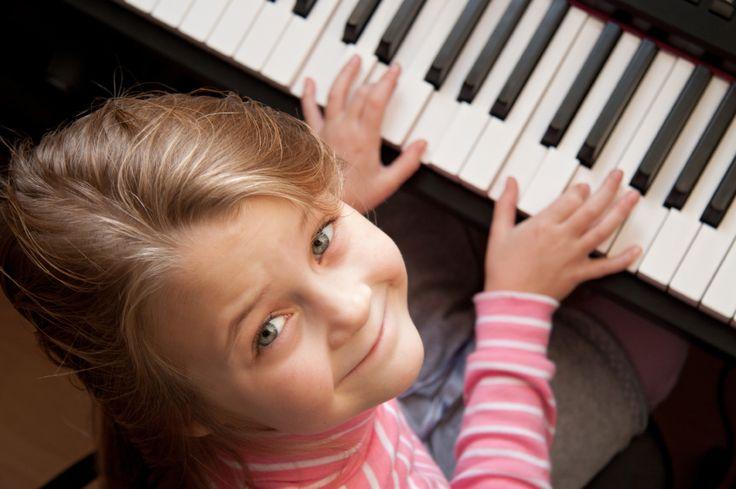 Muzyka – zwłaszcza gdy się ją samemu wykonuje,  przynosi niezwykle wiele radości i satysfakcji! Kto wie – może Twój talent i praca sprawią, że zostaniesz zawodowym muzykiem? A może będzie to tylko twoje wspaniałe hobby?