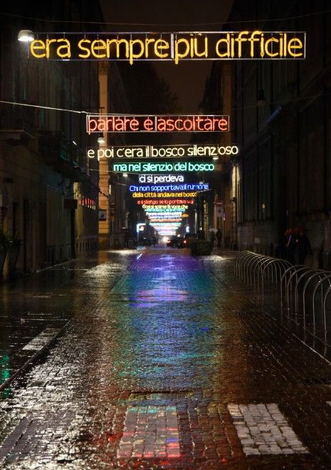 Lui e l'arte di andare nel bosco   L. Mainolfi - Torino: luci d'artista, con la pioggia spettacolo doppio