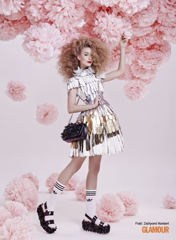 Angyalsikk. Angel chic: shining dress ready for party. (And those pink flowers are fabulous, too.)