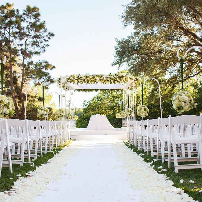 White and Green Ceremony Decor // Jake Holt Photography // http://www.theknot.com/weddings/album/a-outdoor-jewish-wedding-in-austin-tx-139540