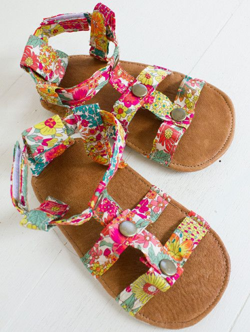 no 823 Lexis Baby Gladiator Sandals PDF Pattern with FREE Patterns
