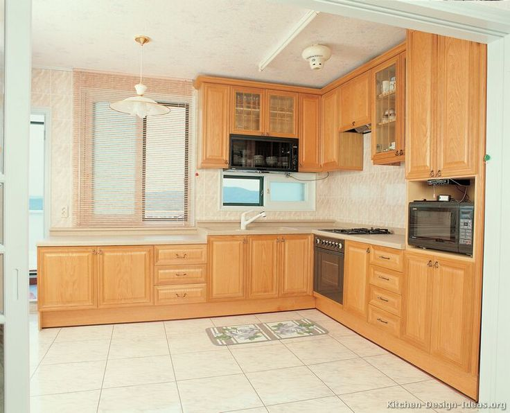 Browse Through Pictures Of Kitchens In This Gallery Featuring Traditional Light  Wood Kitchen Cabinets.