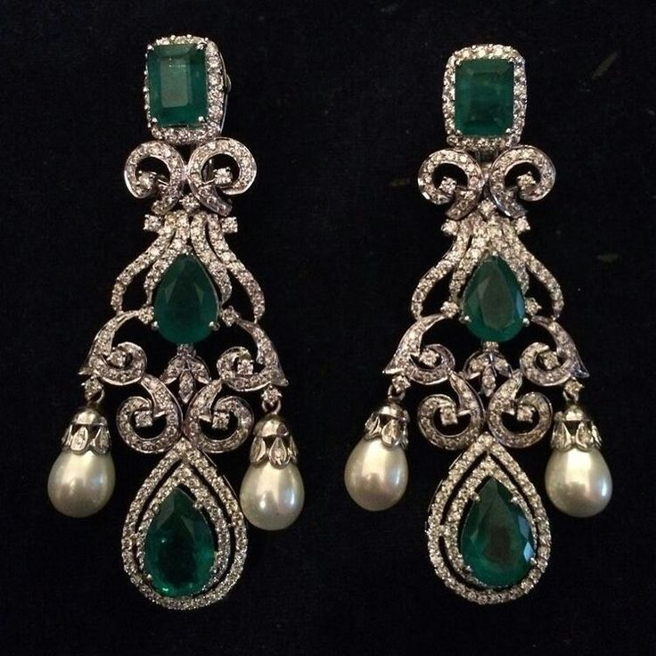 @alepatan. Diamonds, emeralds and pearls earrings...