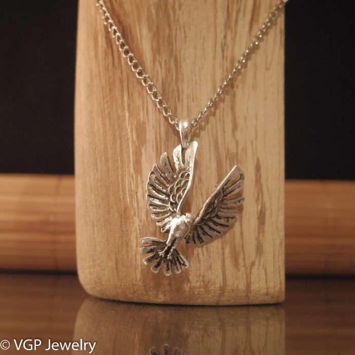 Stoere Vogel Ketting: lange zilverkleurige ketting