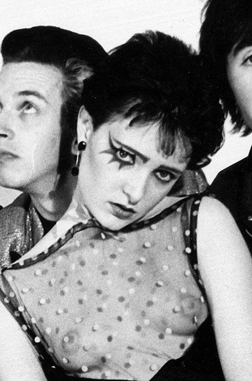 Siouxsie Sioux, queen of the London punk scene, 1976. Source: horrormetalpunk via dubstepcholla