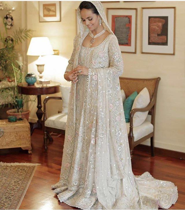 Stunning colour, French net and intricate embroidery bridal by Bunto Kazmi #pakistanvogue #buntokazmi #summmer #eid #eid
