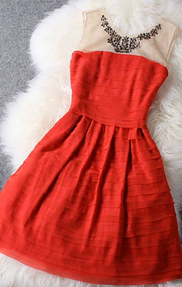 Gorgeous red dress! Would be great for Christmas parties!