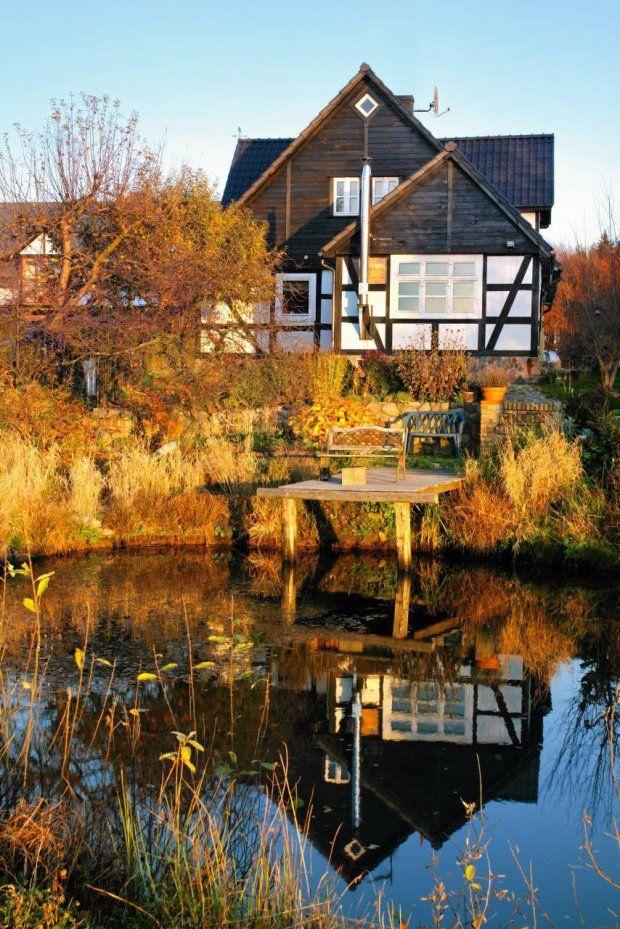 http://czterykaty.pl/czterykaty/56,151498,18217306,dom-nad-jeziorem,,1.html