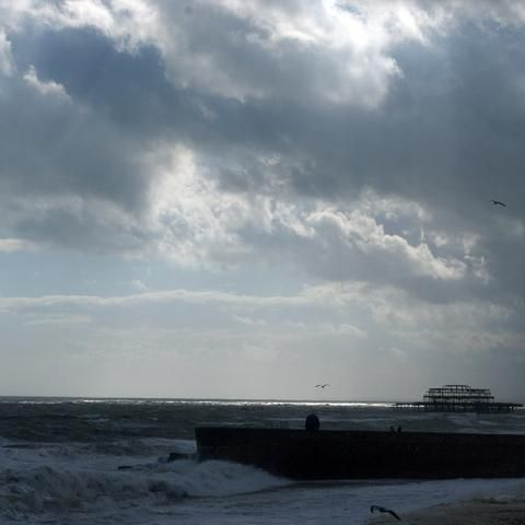 Hot donuts and screaming at the sea. My day trip to Brighton