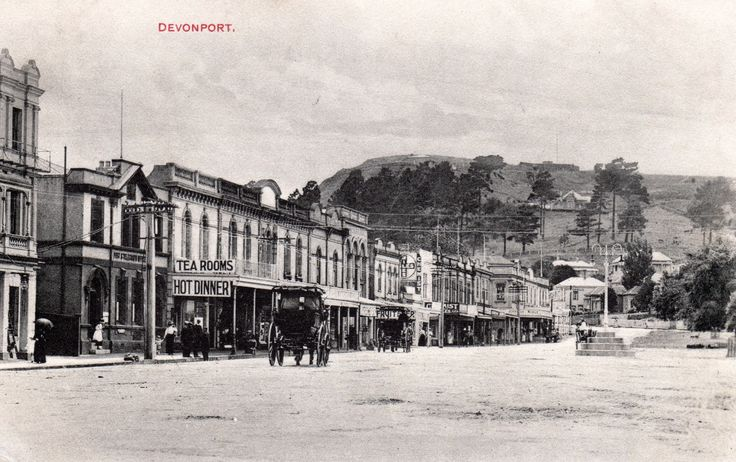 Devonport, Auckland. Postcard by Stanley Newcombe & Co., Auckland. Printed in Germany.