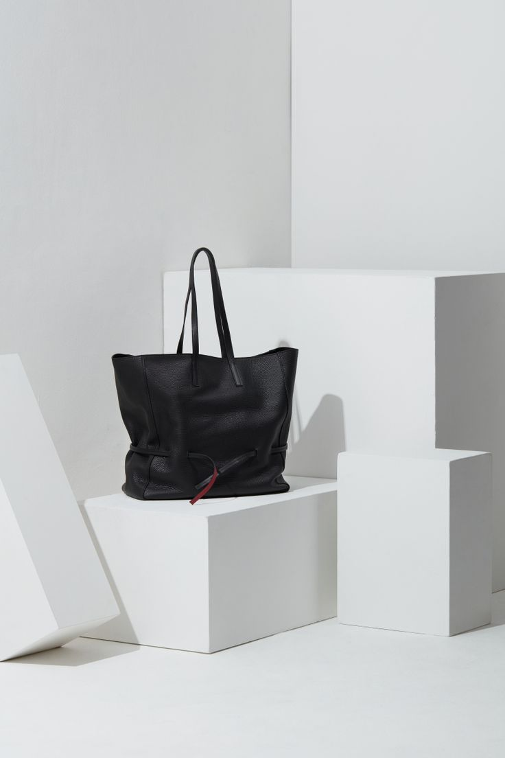 16FW LUCCICA_NO 54 piano black #bag #shopperbag #leather #LLG #largeleathergoods #leatherbag #16FW