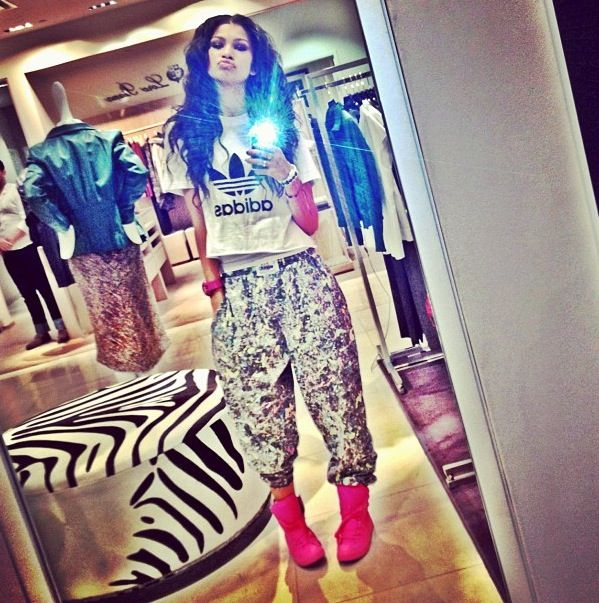 401f6e5c389d shirt adidas white black pants shoes harem pants zendaya t-shirt crop tops  zendaya swag